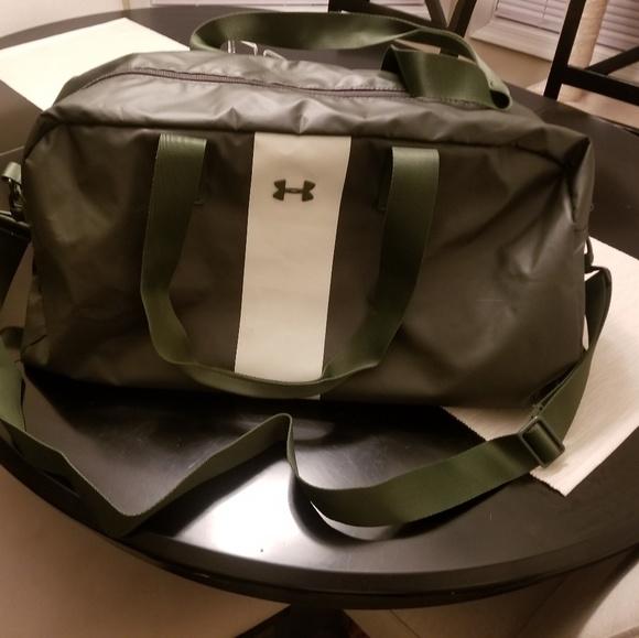 Under Armour Travel Bag. M 5b84b1047386bc2a6e9830df 1a06dfd3d1